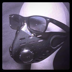 Black mesh protective mask w/2, 1way airflow valve